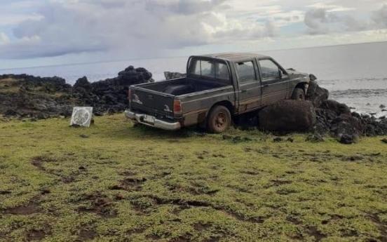 칠레 이스터섬 모아이 석상, 트럭에 들이받혀 '와르르'