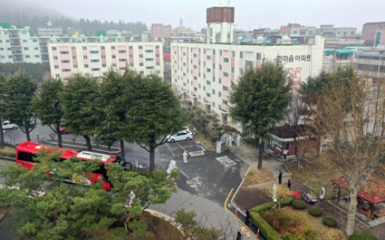 [Newsmaker] 46 infections confirmed at apartment complex in Daegu