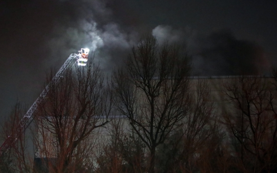 Fire breaks out at Samsung chip plant, production unaffected