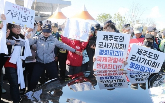 [Newsmaker] Defective CCTVs, lax discipline blamed for civilians' intrusion into Jeju naval base