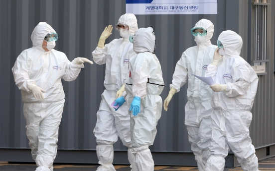 Korea sends military planes to secure more medical gowns amid anti-virus efforts