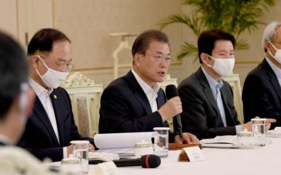 Moon to hold 1st emergency economic council session against coronavirus impact