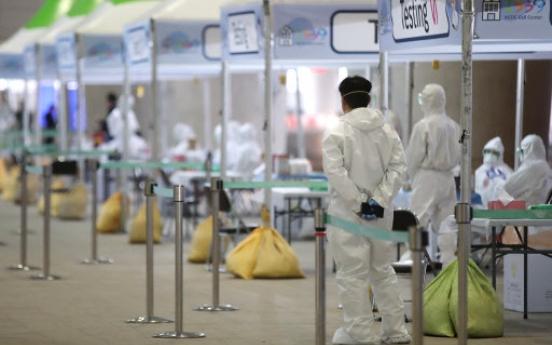 [Newsmaker] 'Walk-through' coronavirus testing begins at airport