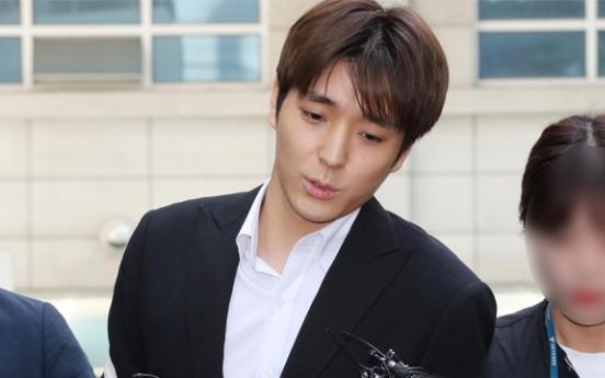'집단성폭행 실형' 최종훈, 불법촬영도 유죄…집행유예 추가