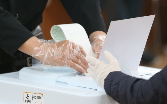 Early voter turnout hits record high as of Friday noon amid health concerns