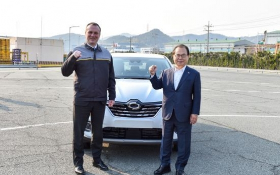 Busan mayor visits Renault Samsung's Busan plant to encourage workers