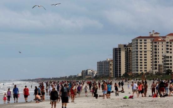 플로리다 해변 개방에 수백명 몰려…'멍청이' 조롱