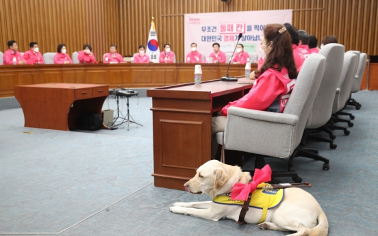 Blind lawmaker-elect's dog may be allowed in Assembly