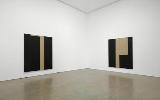 Dansaekhwa master Yun Hyong-keun's late works unveiled in Seoul