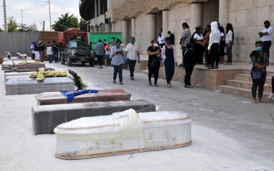 에콰도르, 살아있는 코로나19 환자 장례치러