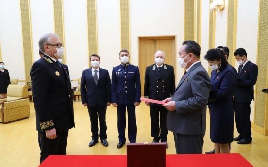 N. Korean leader receives commemorative medal from Russia