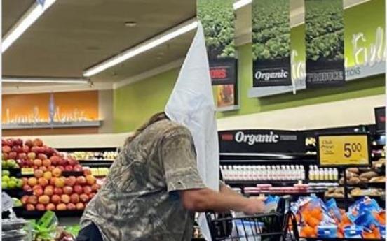 상점 직원 옷에 코 닦고 KKK 두건 쓰고…미 마스크 거부 백태