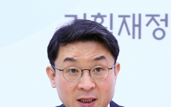 Financial official tapped as Moon's economic policy secretary