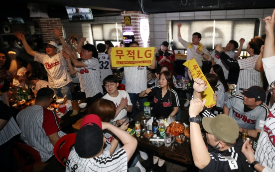 Bat flipping and fancy cheerleading: How Korean baseball culture differs from US