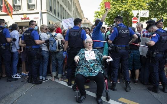 스위스서 코로나19 봉쇄 조치 항의 시위 열려