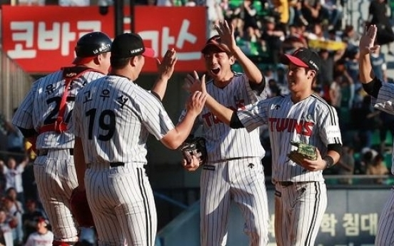 Aching back aside, KBO manager rejoices over double header sweep
