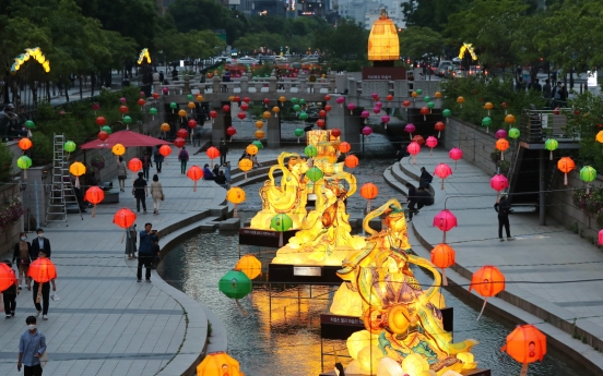 [Photo News] Buddhism-inspired lanterns light up Cheonggye Stream