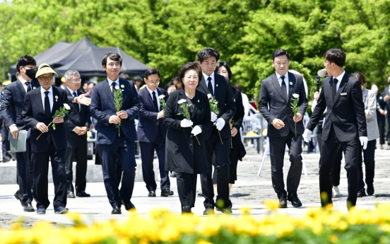 Memorial service held to mark 11th anniv. of ex-President Roh's death