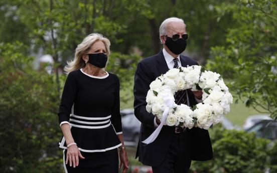 바이든, 트럼프 보란듯 마스크 착용