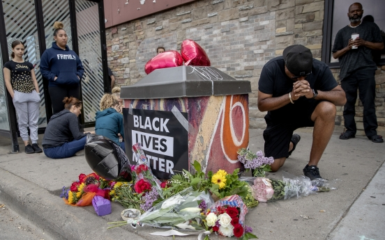미 비무장 흑인, 경찰 무릎에 목 눌려 사망