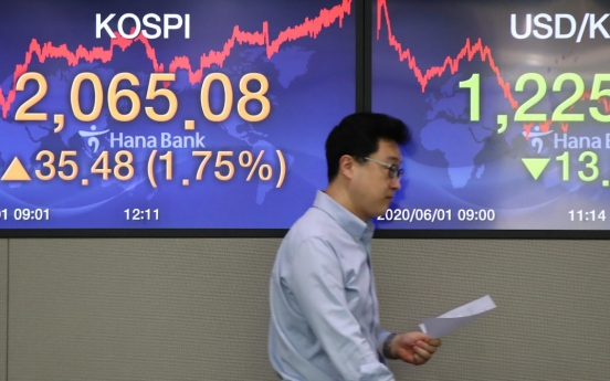 Seoul stocks climb to near 3-month high on hopes of economic recovery