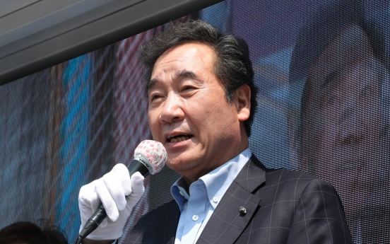 Lee Nak-yon slips in polls, but maintains big lead over rivals for presidency