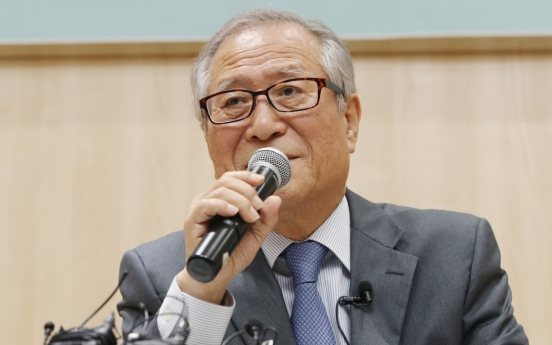 Ex-minister says inter-Korean communication lines not completely cut