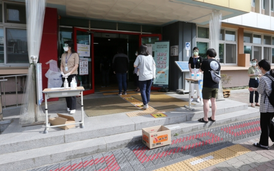 Coronavirus adds to stress as young Koreans sit for biggest exams of lives