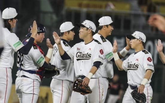 Lotte Giants hold off Kiwoom Heroes to open KBO midweek series