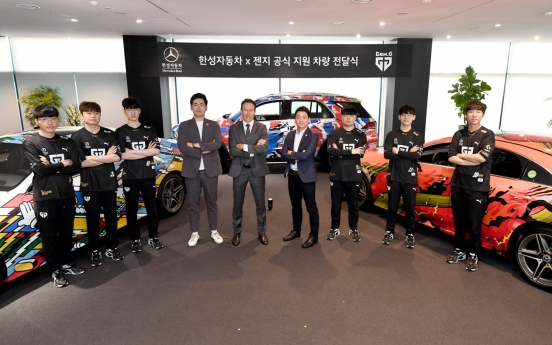 Han Sung Motor presents graffitied Mercedes-Benz to Gen.G Esports