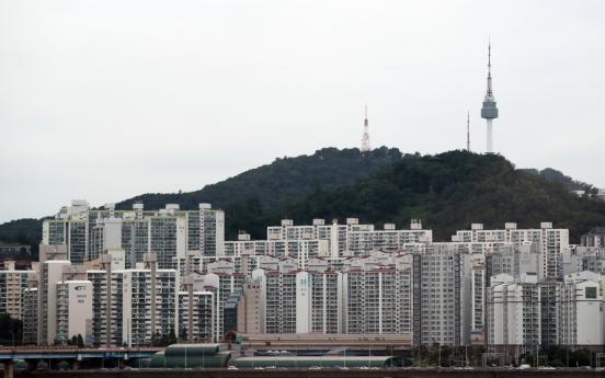 BOK likely to keep rate frozen due to heated housing market: experts