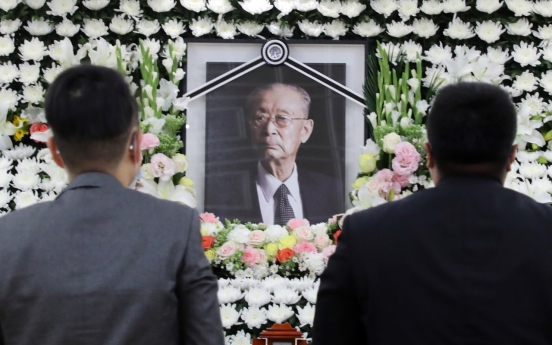 Late war hero Paik's burial site decided after discussions with family: defense ministry