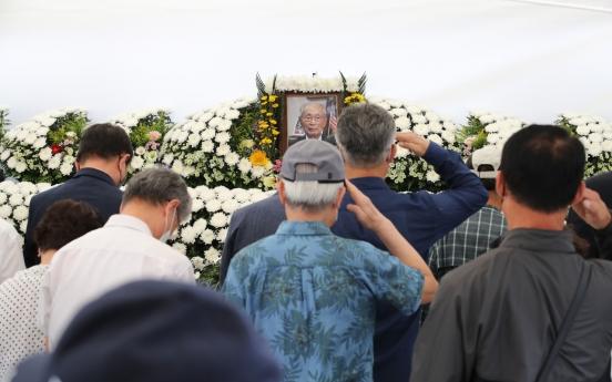 Korean War hero Paik laid to rest