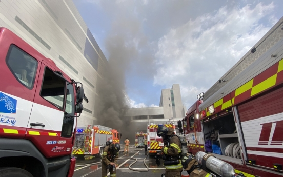 Blaze kills 5 in Yongin distribution center: fire department