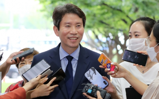 Moon appoints four-term lawmaker as new unification minister