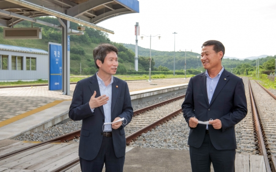 Unification minister vows to seek ways to resume Mt. Kumgang tour