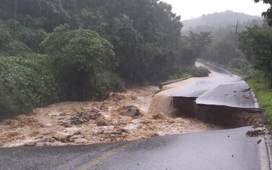 Heavy rains lash S. Korea, leaving 5 dead, 8 missing