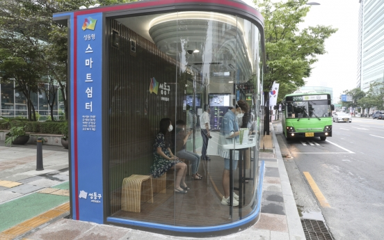 Seoul unveils virus-blocking bus shelter