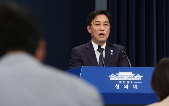 Cheong Wa Dae expresses regret at Abe's resignation, expresses hope for quick health recovery