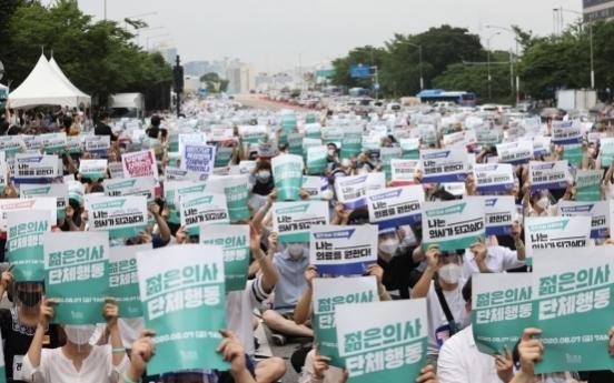 Junior doctors decide to continue striking
