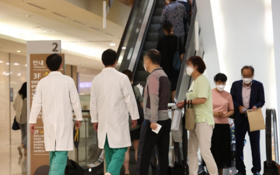 6 in 10 Koreans back government's plan to raise number of doctors