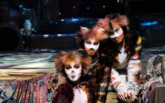 [Herald Review] Stage turns into playground of masked 'Cats'