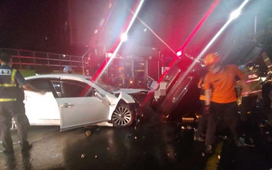 Car crash involving unlicensed student kills 3, injures 4