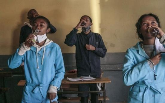 아프리카 전통약재가 코로나 치료?…WHO, 임상시험 허가