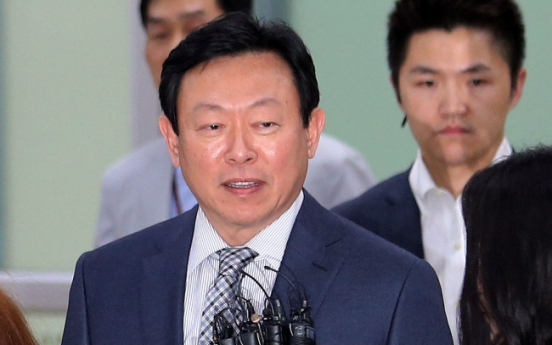 Lotte Group chief meets Japanese PM in Tokyo: reports