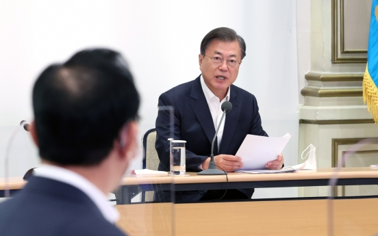 Moon instructs Cheong Wa Dae to cooperate with probe into investment fund scandals: Cheong Wa Dae