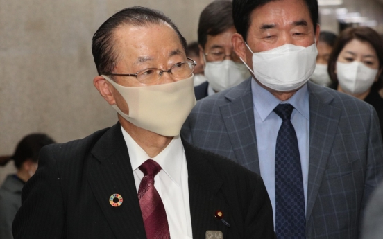 Ruling party chief holds talks with Japanese politician