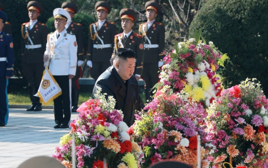 NK leader sends floral basket to cemetery in China in honor of fallen soldiers