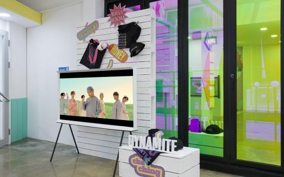 [Photo News] Samsung TV-BTS pop up store opens in Garosugil