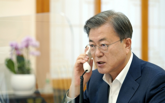 Moon to send condolence message to family of late Samsung head